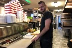 Temps des fêtes partagé avec les itinérants au Pendeli's Pizza de Saint-Laurent