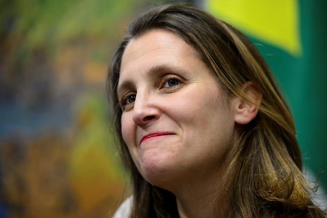 Chrystia Freeland défend le pacte sur la migration