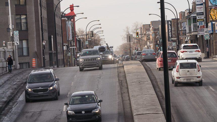 Pourquoi le nombre de voitures baisse-t-il à Montréal et pas ailleurs?