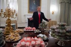 «Shutdown»: pizzas et hamburgers à la Maison-Blanche, Trump paie l'addition