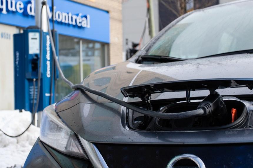 Montréal devrait revoir sa cible de 1000 bornes de recharge électrique, selon la VG