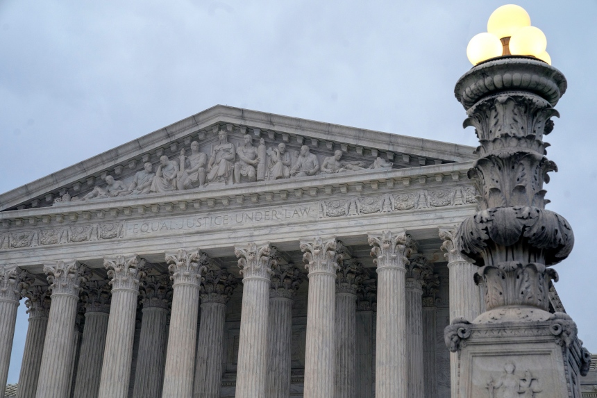 La Cour suprême autorise Trump à refuser les transgenres dans l'armée