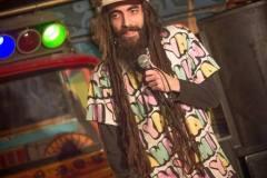 Un humoriste exclu de spectacles pour ses «dreads»