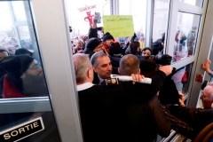 Un discours de Justin Trudeau retardé par des manifestants à Ottawa
