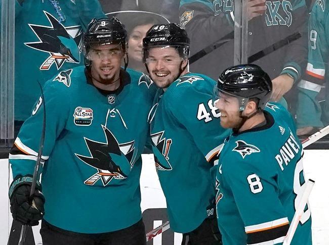 Trois buts de Hertl coulent les Penguins, 5-2