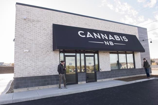 Des mises à pied dans les magasins de Cannabis NB