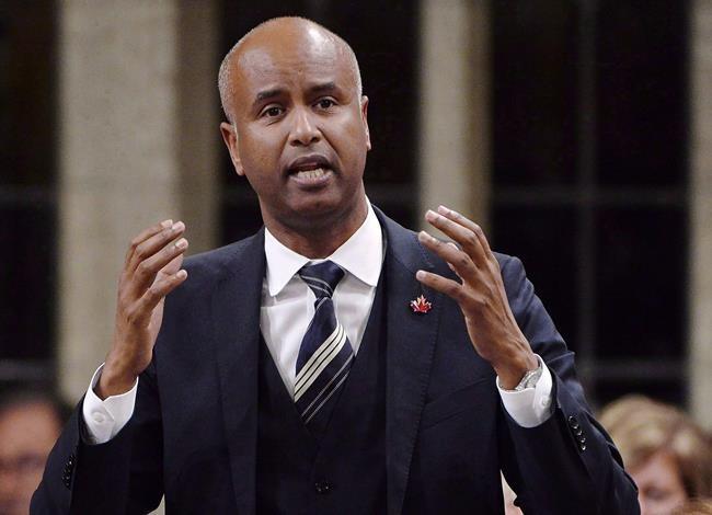Réfugiés: Ottawa croit pouvoir rattraper le retard de traitement des demandes d'asile