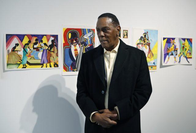 Un homme exonéré après 45 ans de prison vend ses toiles pour survivre