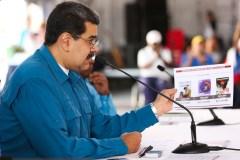 Au Venezuela, les habitants désarçonnés face à leurs deux présidents