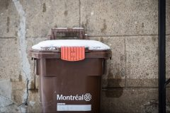 Les Montréalais commencent à adopter le bac brun mais les infrastructures ne suivent pas