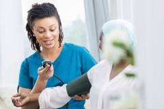 Premier budget de la CAQ: d'importants réinvestissements en santé