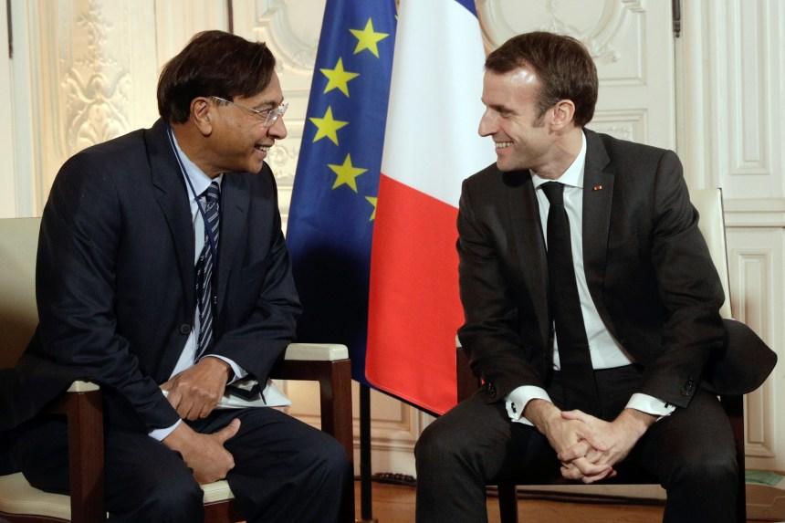 «Choose France»: l'opération de séduction contrariée par les gilets jaunes