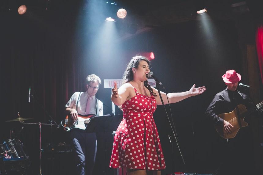 La Verdunoise Annie Comtois célèbre ses 10 ans de carrière musicale
