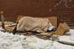 Un homme doit fermer son garage où logeaient trois sans-abri