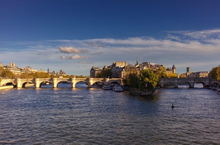 France: un corps repêché dans la Seine, les mains liées