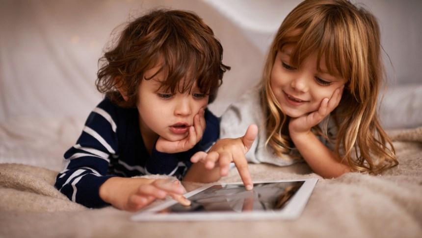 Récompenser les enfants avec les écrans serait contre-productif