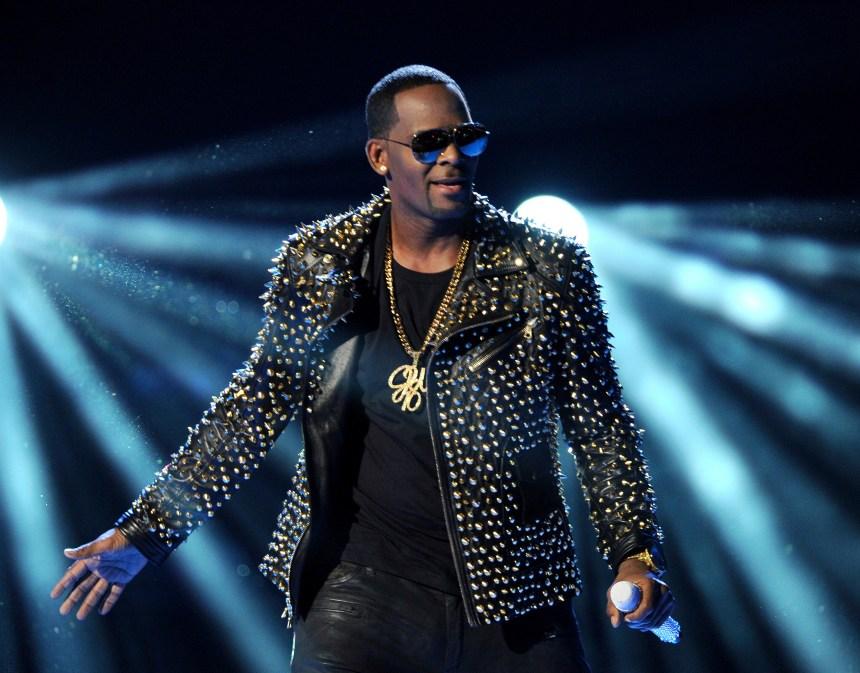 Le chanteur R. Kelly, accusé d'abus sexuels, plaide non coupable