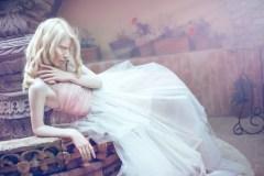 Une mannequin albinos se démarque