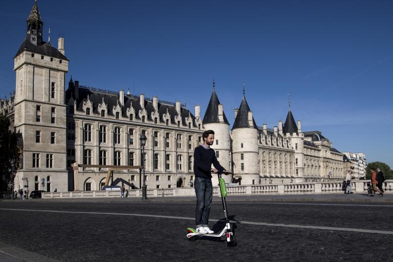 Un nouveau service de trottinettes électriques en libre-service lancé à Paris