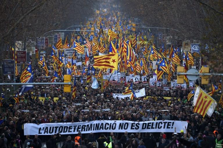 200 000 manifestants à Barcelone contre le procès des indépendantistes