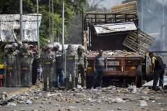 Venezuela: l'aide toujours bloquée, la pression internationale monte sur Maduro
