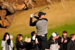 McIlroy joue 63 au Championnat du monde de golf au Mexique; Woods trébuche