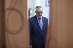 Tony Clement de retour après le scandale sur les images sexuellement explicites