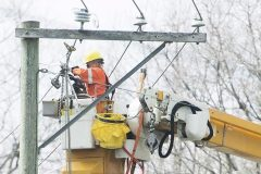Plusieurs pannes de courant provoquées par le vent à Montréal