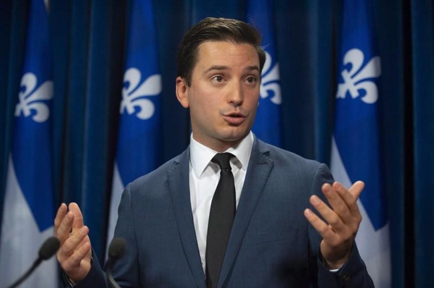 Québec interdit le port des signes religieux aux enseignants