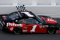 Xfinity: Michael Annett gagne la première course de la saison à Daytona