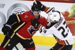 Andrew Mangiapane procure une victoire de 2-1 aux Flames contre les Ducks