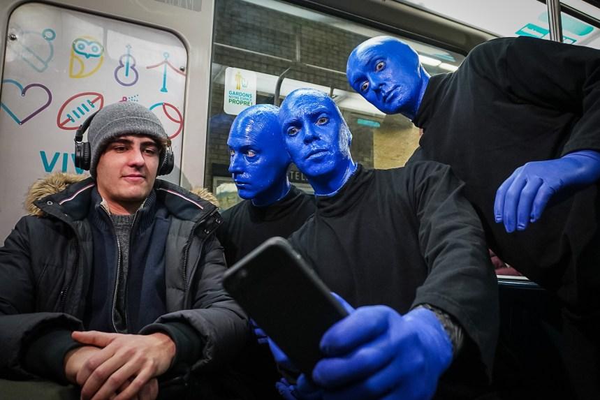 Les «Blue Man» font une apparition dans le métro de Montréal