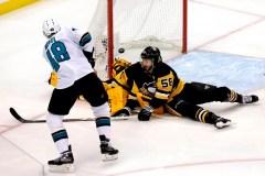 Deux buts de Hertl lancent les Sharks vers un gain de 4-0 contre les Penguins