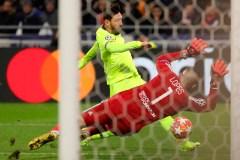 Lyon a contenu l'attaque du FC Barcelone dans un verdict nul de 0-0