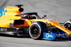 Vettel indemne après avoir foncé dans un mur de pneus aux essais hivernaux de F1