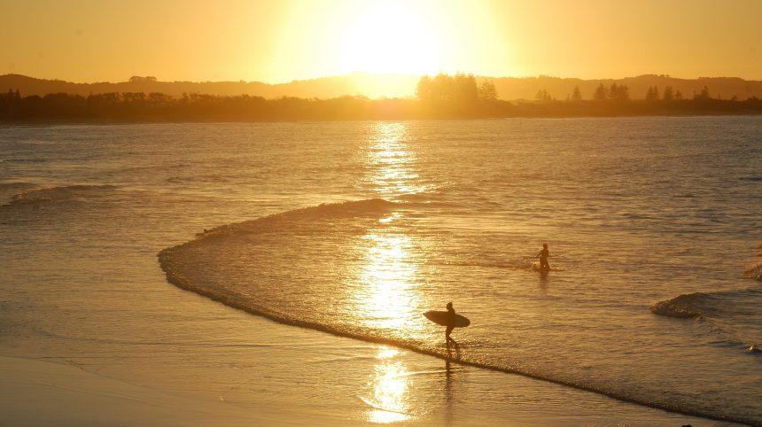 Trois plages où apprendre le surf en Australie