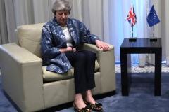 Brexit: May diffère un vote sur l'accord pour tenter de le renégocier