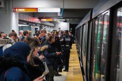 Plus de trains et plus de bus d'ici septembre pour «désengorger la ligne orange»