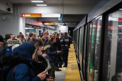 François Bonnardel et Valérie Plante dans le métro à l'heure de pointe