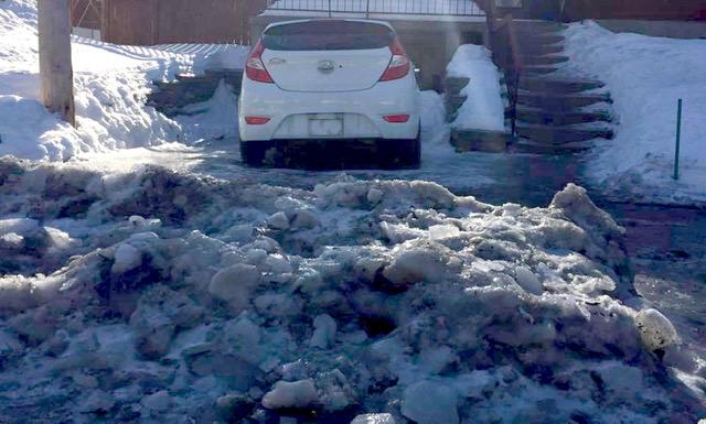La voiture d'une résidente de Cartierville coincée pendant dix jours par un amas de neige glacé