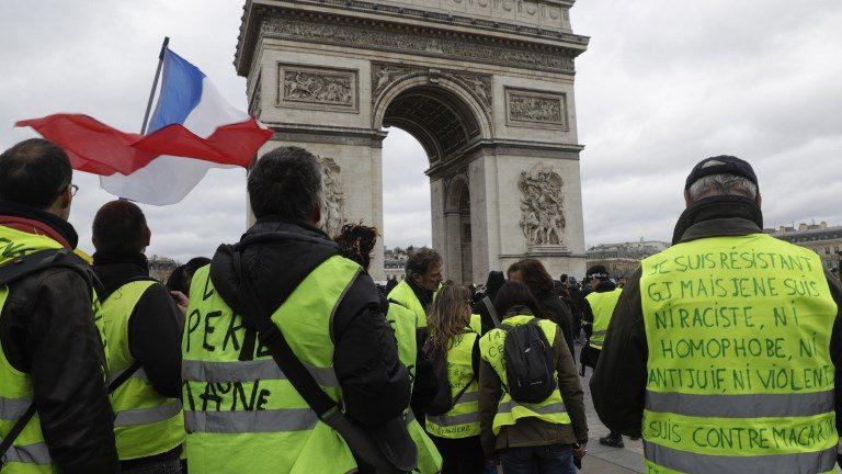 Les «gilets jaunes» tentent de se remobiliser en France