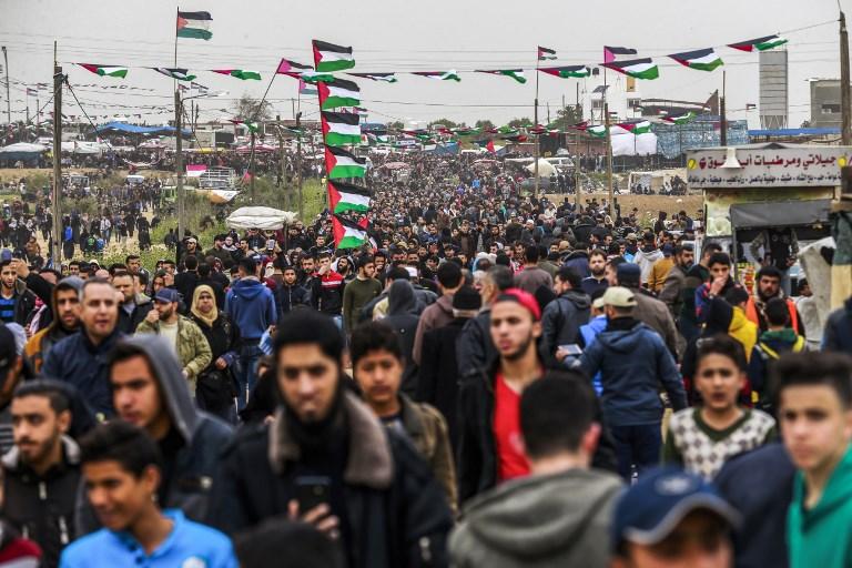 Gaza: des dizaines de milliers de manifestants près de la frontière israélienne