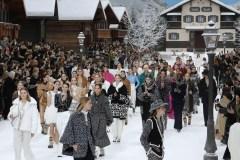 Chanel: minute de silence et ovation debout en hommage à Karl Lagerfeld