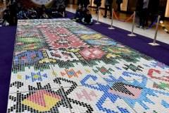 Un «tapis bosnien» confectionné avec 25 000 bouchons en plastique