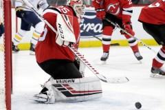 Cory Schneider bloque 45 lancers et les Devils défont les Sabres 3-1