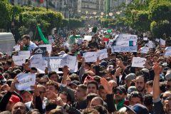 Les manifestations se poursuivent en Algérie en dépit des promesses de Bouteflika
