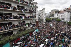 Marée humaine à Alger, Bouteflika refuse de céder