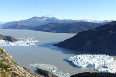 Deux icebergs se détachent du glacier Grey, au sud du Chili