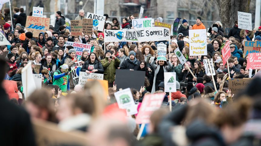 Du Pacifique à l'Arctique, les jeunes marchent pour le climat