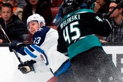 Connor Hellebuyck propulse les Jets vers un gain de 3-0 face aux Ducks
